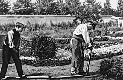 Кадр из фильма «Политый поливальщик» братьев Люмьер