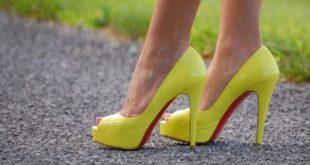Туфли с красной подошвой