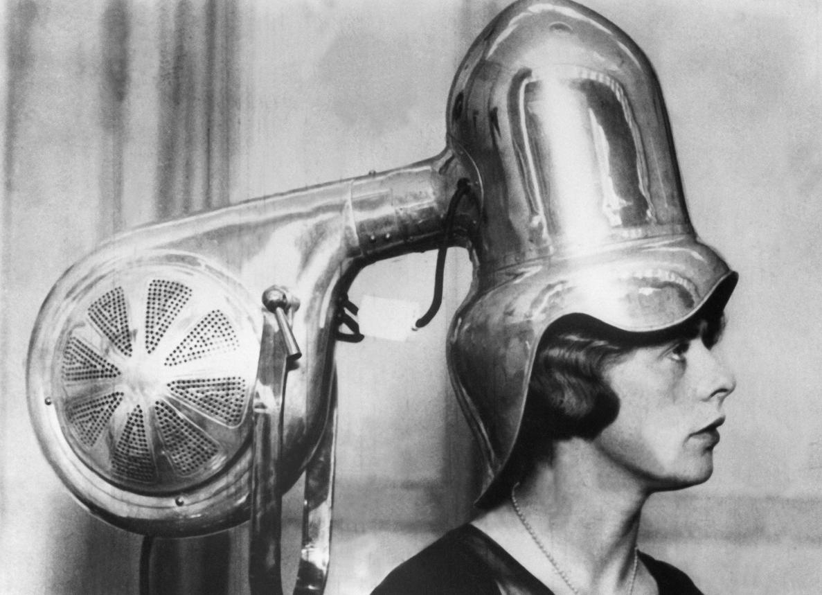 Когда и кто изобрел фен: виды и устройства